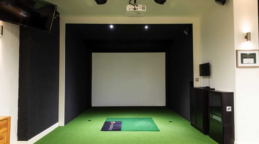 Golf simulator with a full hard-panel structure